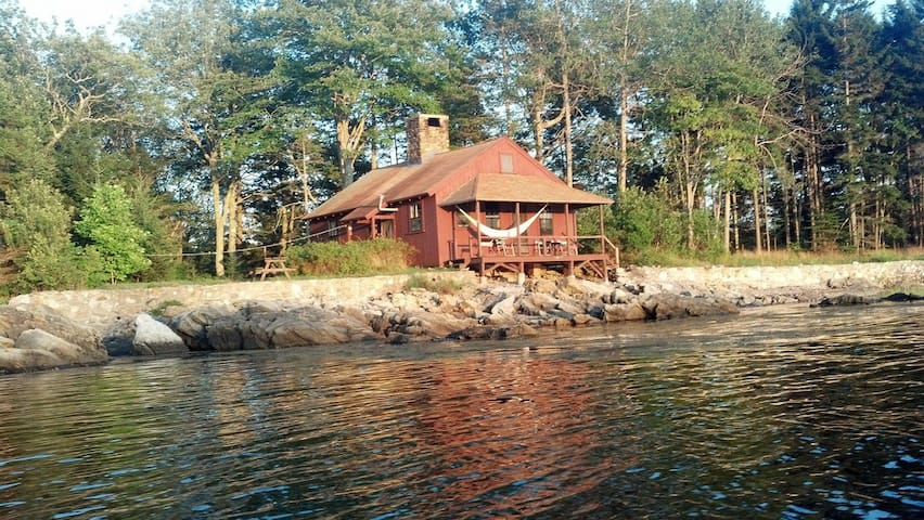 Private oceanside solar cottage - Phippsburg - Bungaló