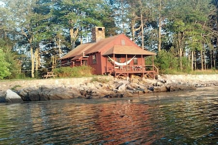 Private oceanside solar cottage - Phippsburg