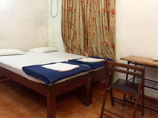 Cozy ac bedroom near Calangute beach. - North Goa - Guesthouse