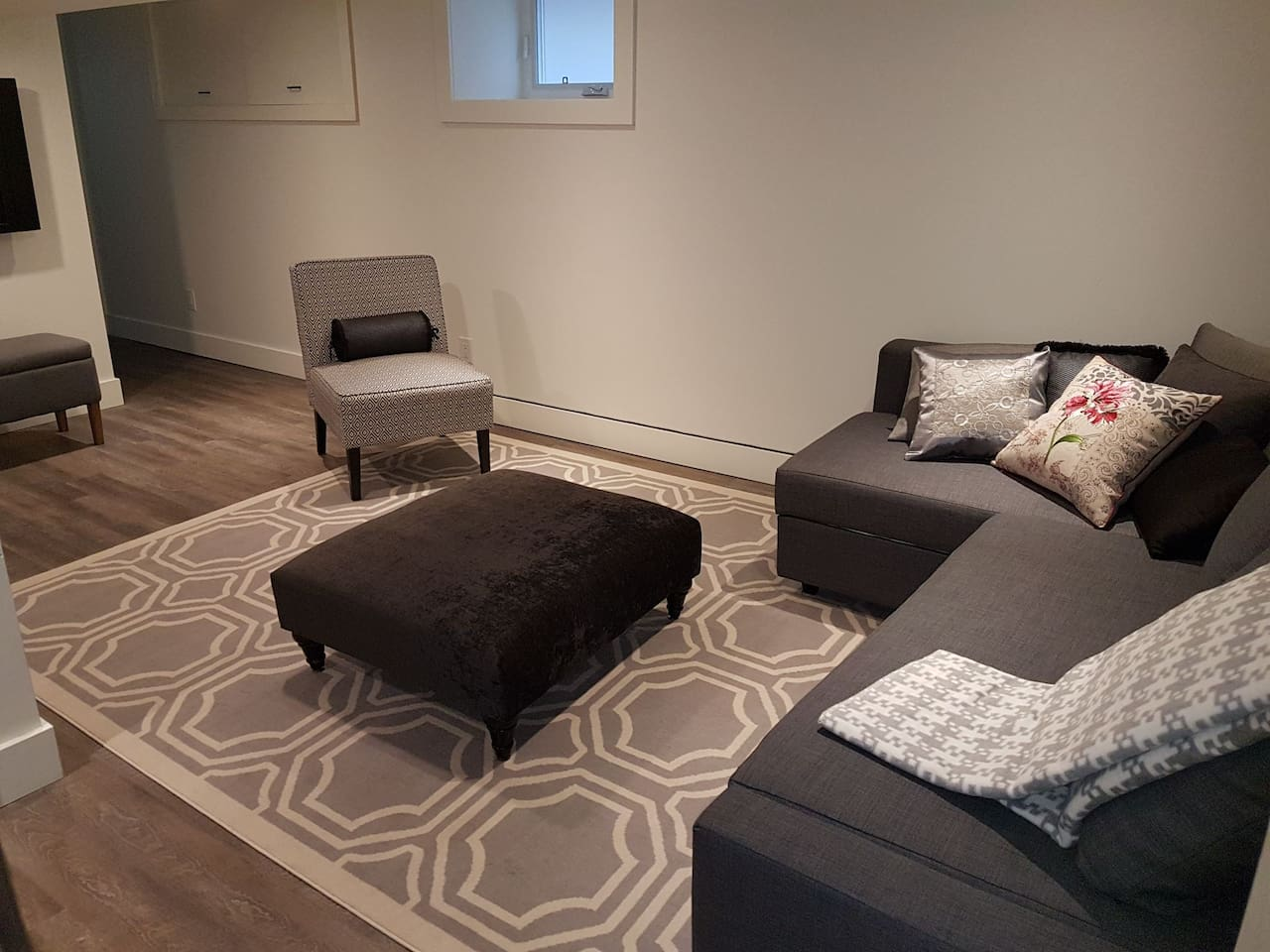 Living Room with Sectional that pulls out to double bed. Wifi and tv with Netflix. All new furniture