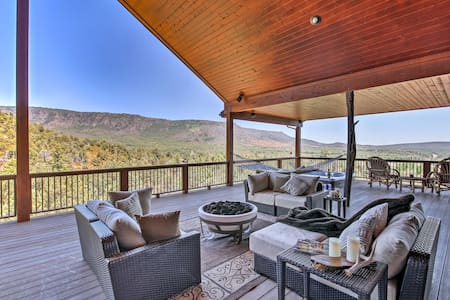 'AZ Rim Retreat' in Pine w/Deck, Hot Tub & Views!