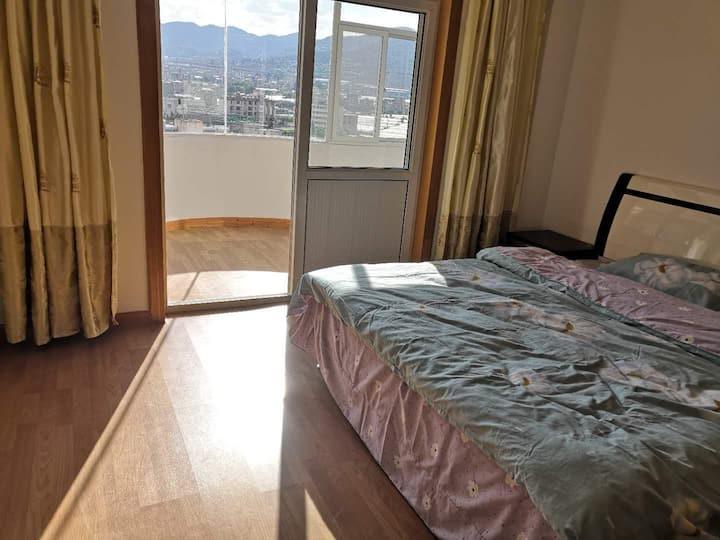 七彩云南古滇、湿地附近四室两厅一厨两卫普通公寓。