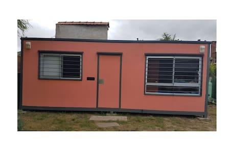 Casa contenedor a 100mts de la playa.