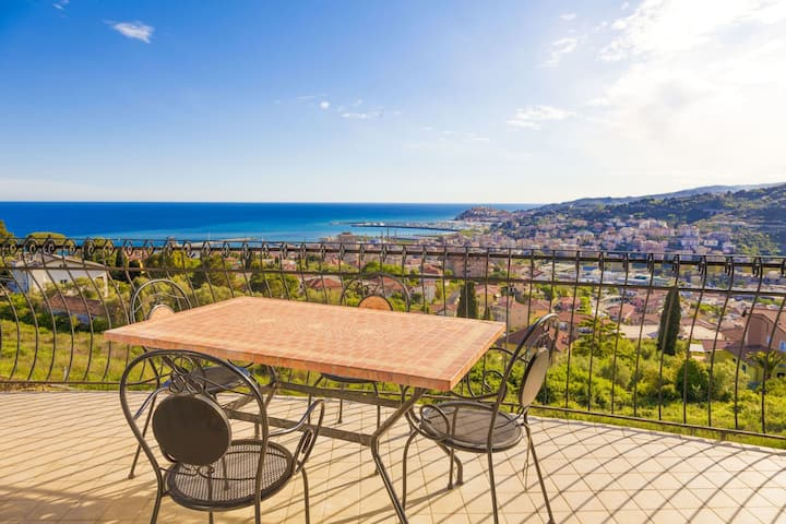 Villa alle Cascine - Panoramic apartment for 6 people in Imperia, terrace and sea-view 8031LT0234