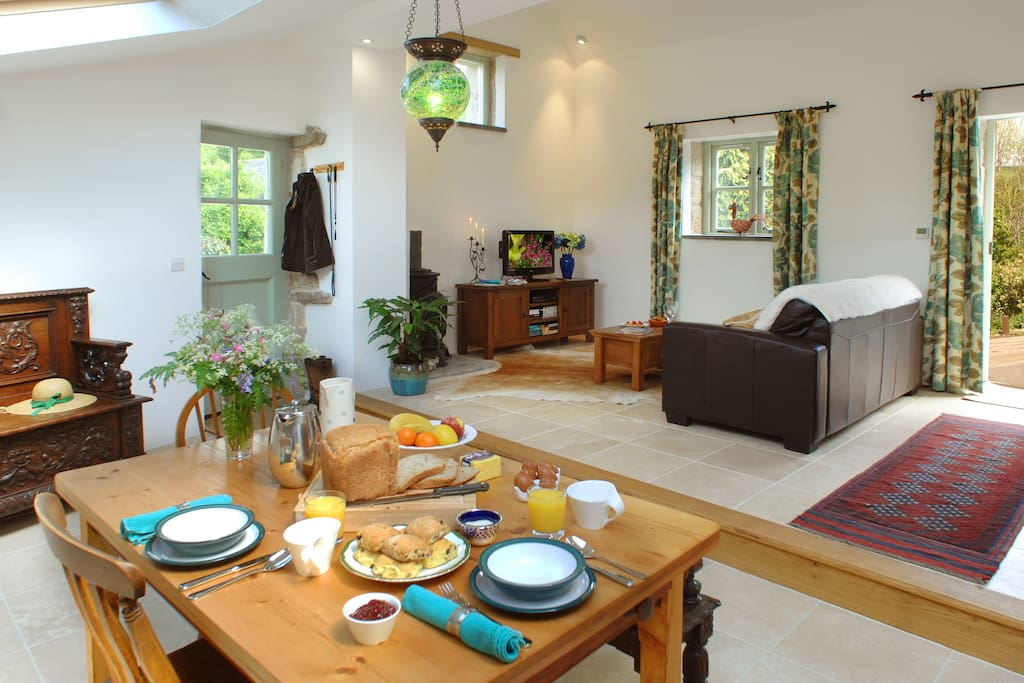 Homely well equipped kitchen & living room