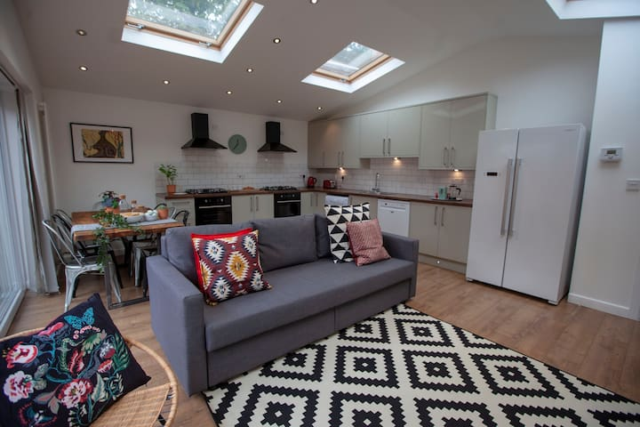 Bright spacious house with garden