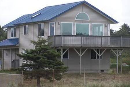 Blue Sea Home, Hot Tub, 3 Bedrooms, 2.25 Baths