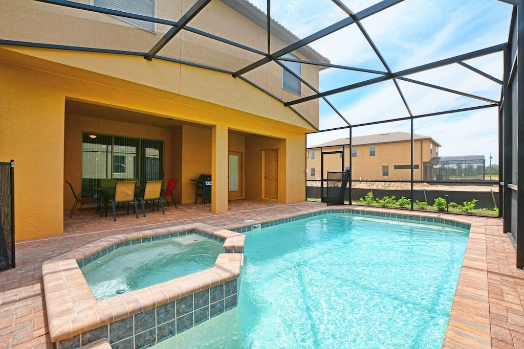 Private pool, BBQ Grill, patio furniture