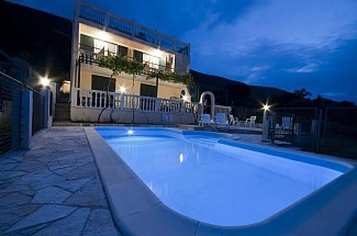 'Tiho' - 3 apt Vila, stunning views