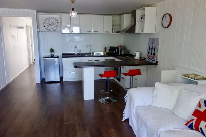 Sea views / Downtown 2/bed apartment