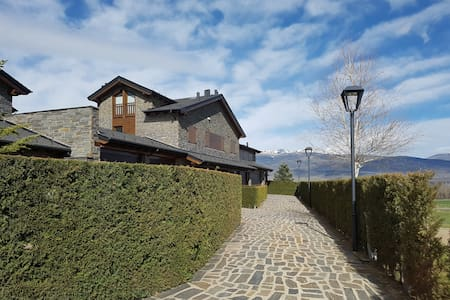 TPA Alp, casa ceretana con jardín para 8 personas
