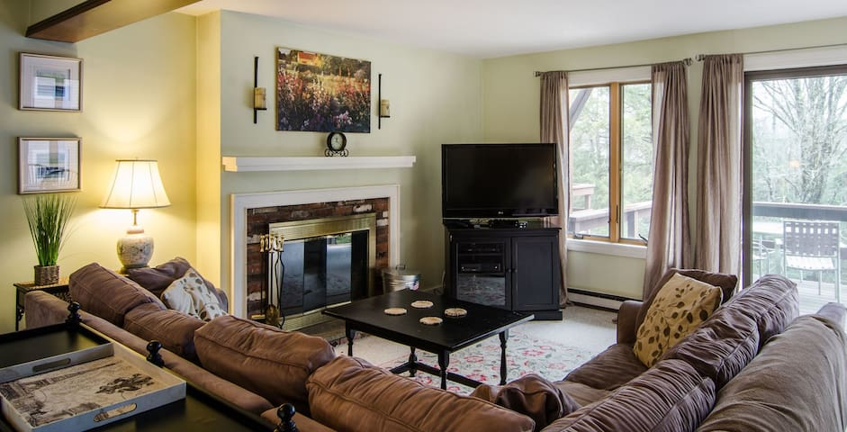 2 Bedroom/1.5 Bath Condo, Close to All Things Quechee!