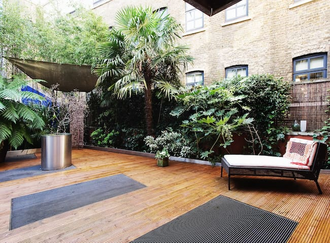 2 bed apartment with private garden