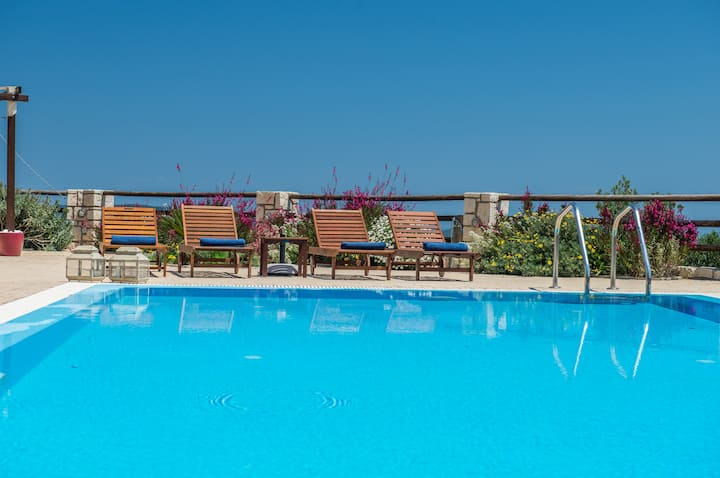 Lila Apartment- with shared pool and sea view