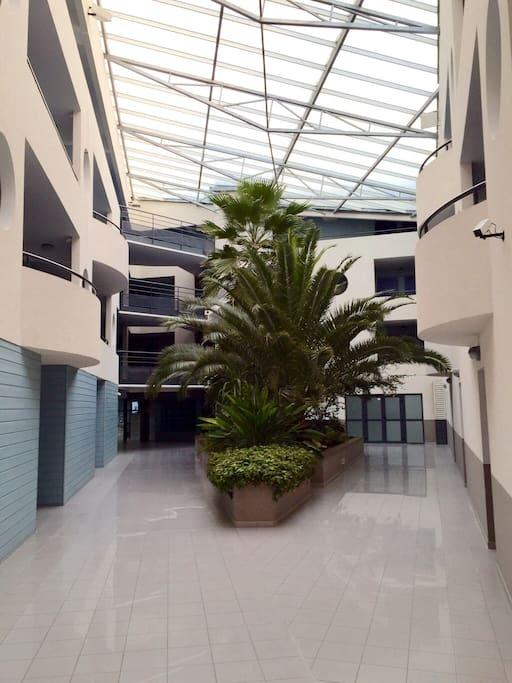 la résidence avec patio et palmiers Résidence de copropriétaires donc le calme!