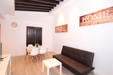 DESIGN 3 & MINIMAL APT CENTER OF OLD TOWN WIFI TV - Palma - Apartemen