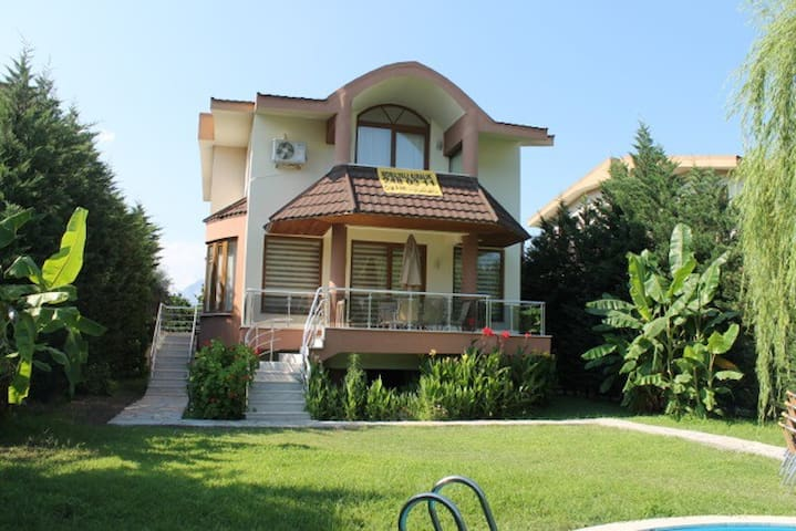 Kemer'de  Müstakil Havuzlu  Villa - Antalya - Huis