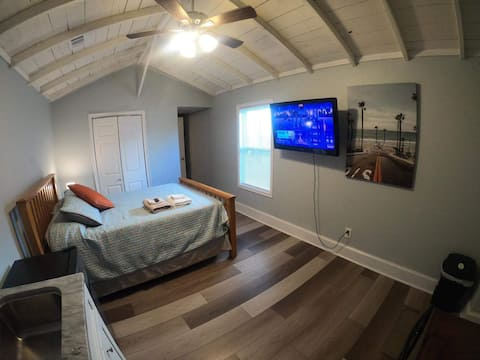 Private apt. very close to downtown Pensacola