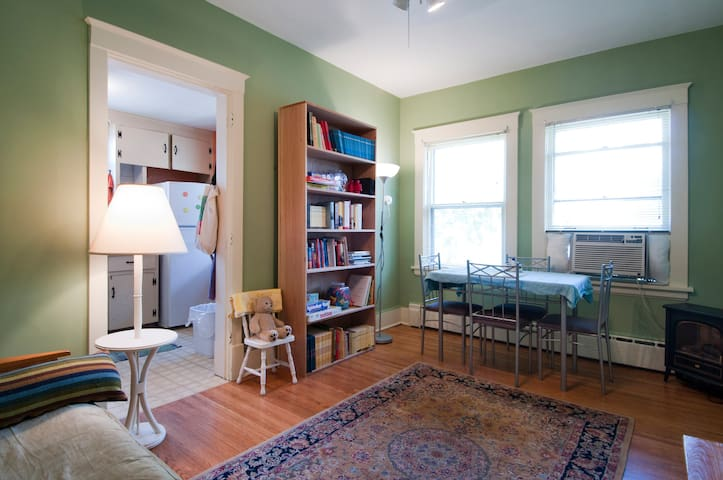 Sweet and charming Uptown Minneapolis apartment!