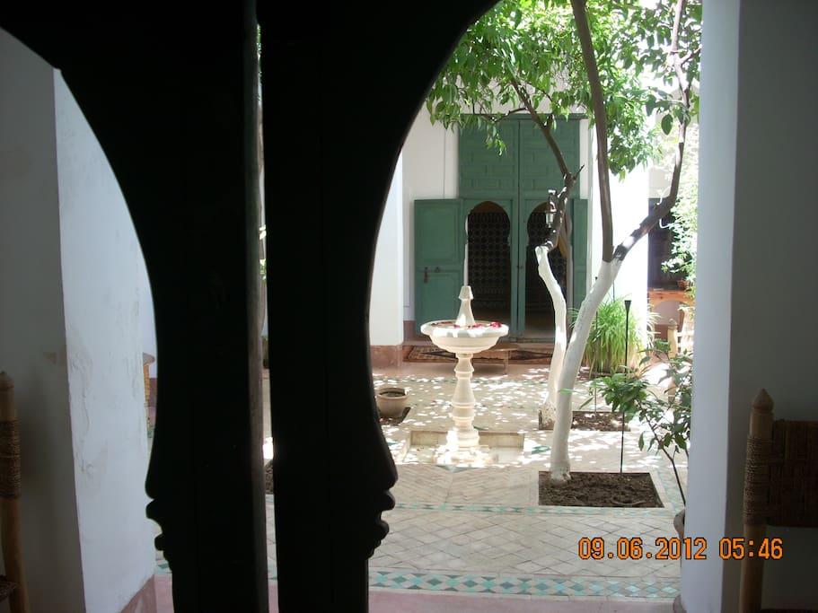 le patio depuis la chambre
