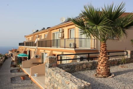 Relaxing location with sea views - Kirenia - Leilighet