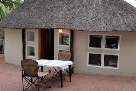 Private large room under a thatched roof - Windhoek - Cabin