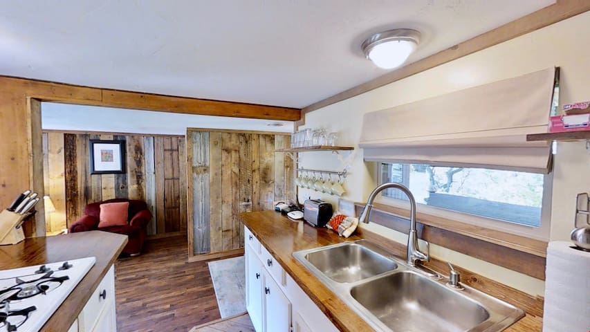 Pack Creek ~ Creekside East, Economy + Comfort at the Ranch. Cabin on the banks of Pack Creek. Rustic Stone Porch w/Great Views. - Pack Creek ~ Creekside East