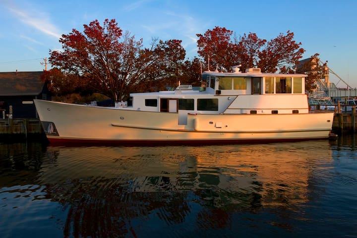 Geerd Hendel Houseboat/ Yacht Rental  Providence