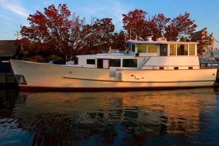Houseboat/ Yacht Rental  Providence - Providence