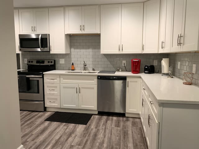 (First Pet Free) Raleigh First Floor Apartment