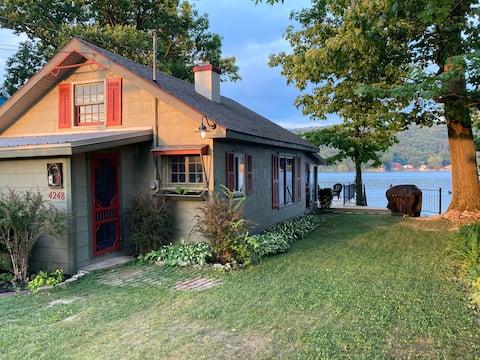 Peaceful Cove Waneta Lakeside Cottage