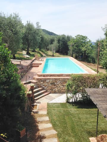 Villa Dell'Ortensia for 8 people - Lucca - Huis