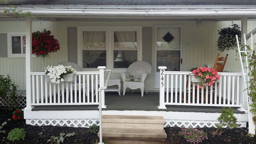 Cozy and Quiet 2 bd - Very Private!