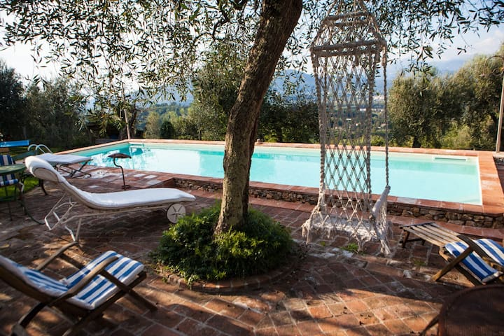 Villa dell'Ortensia with pool and spectacular view