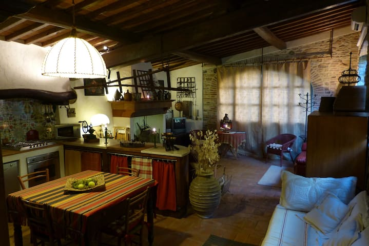 Romantic loft in a Tuscan farmhouse - Stazione Masotti - Vindsvåning