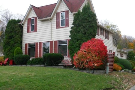 NEW - Ideally located Petoskey home - Petoskey - Huis