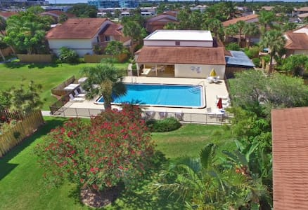 Newly Remodelled Beach Town House - Cocoa Beach