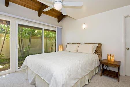 Kahala Mini Resort-111283 - Honolulu