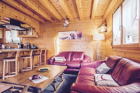Luxury chalet,sauna,jacuzzi easy access to skilift
