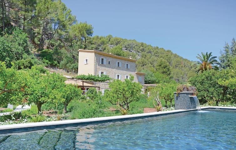 Holiday cottage with 6 bedrooms on 234 m² in Port de Sóller