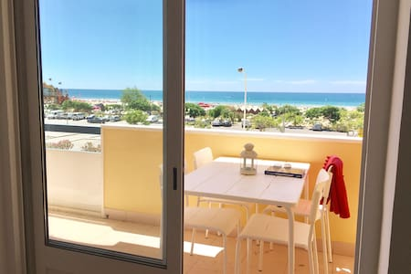 Wonderful Seafront 2 bedroom apartment