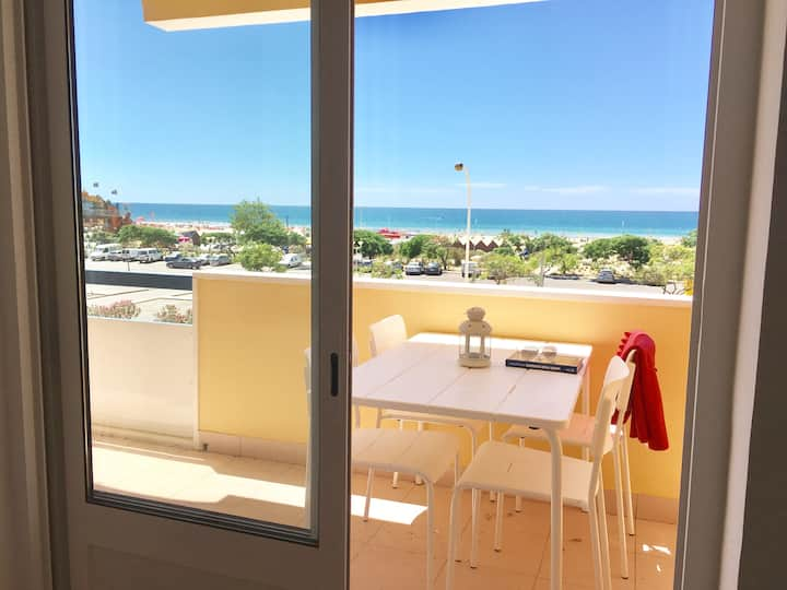 Wonderful Seafront 2 bedroom apartment