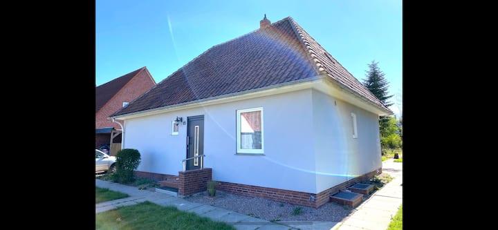 Schönes Haus mit Riesen Garten EG 2020 renoviert
