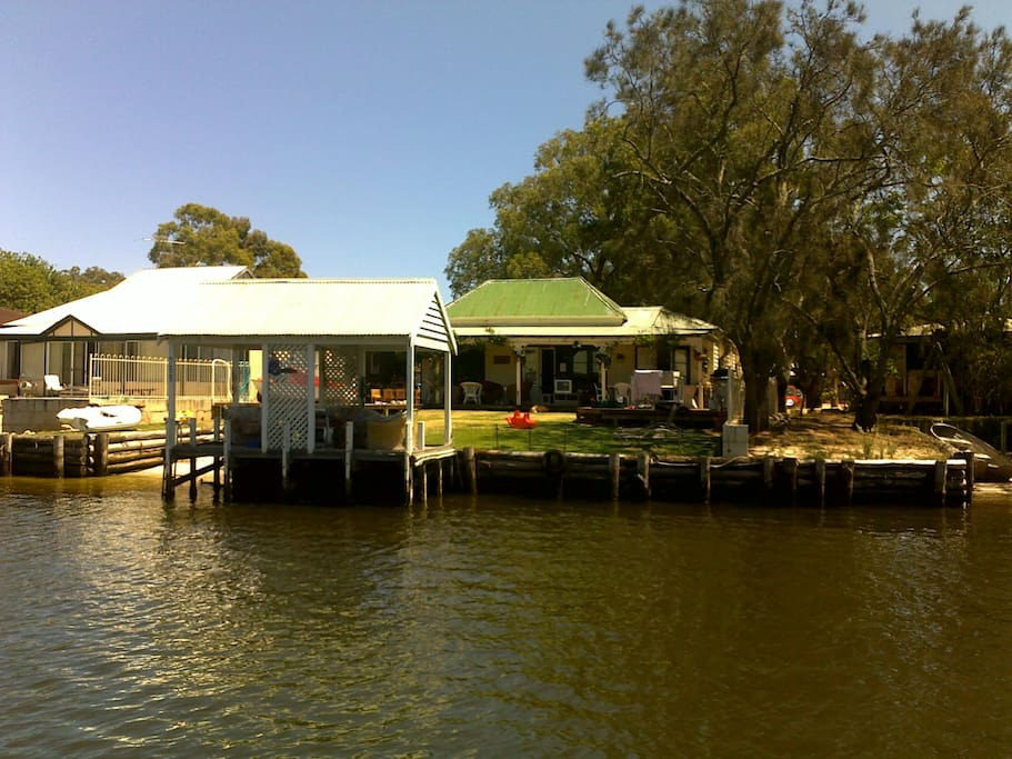 True Riverfront , own private Jetty and Sand Beach