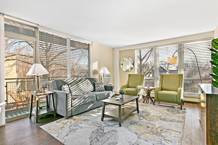 1-Bedroom Suburban Living in Downtown Oak Park