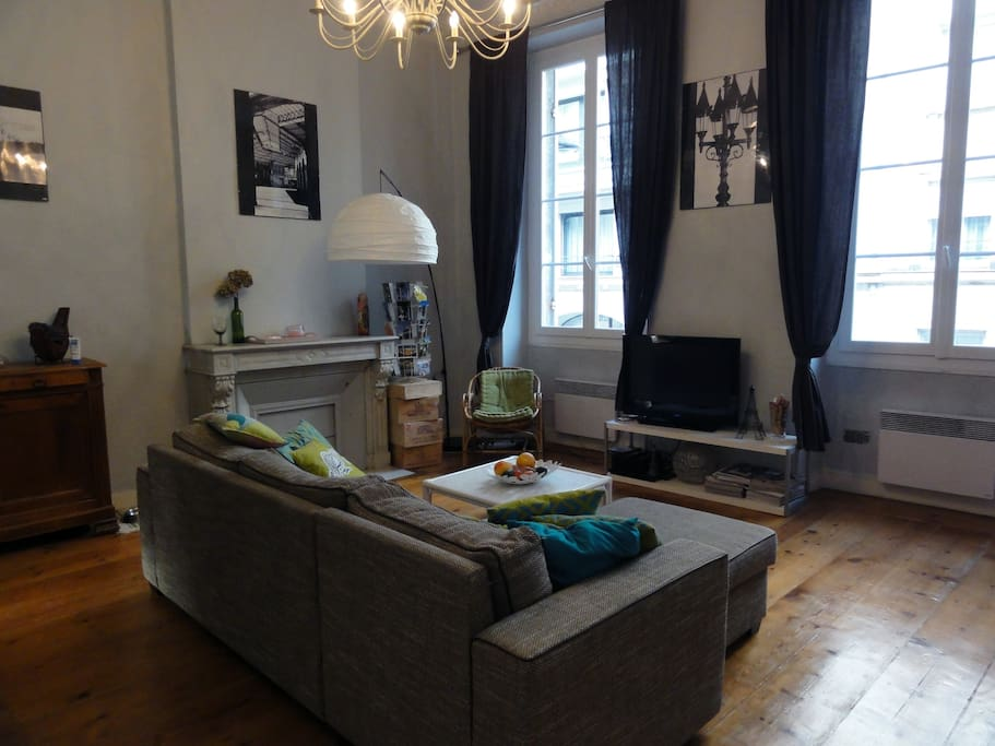 Charmant t2 50m cour bordeaux appartements louer for Appartement t2 bordeaux location