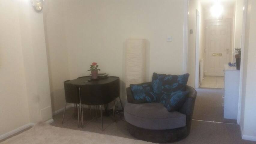 LovelyDouble Bedroom in ModernHouse - Hayes