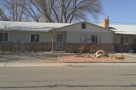 Comfortable room in well-equipped home. - Grand Junction
