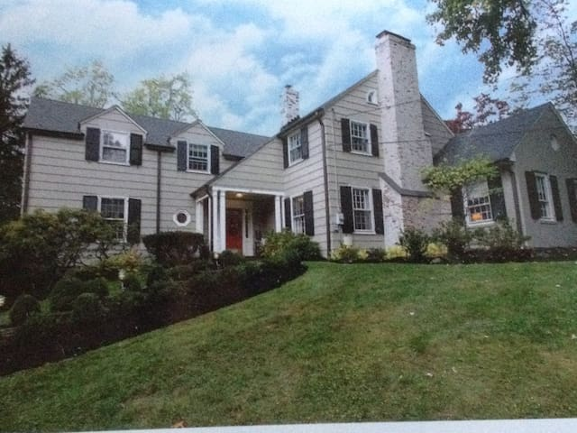 Short Hills home 2.5 miles to Baltusrol Golf Club - Millburn - Daire