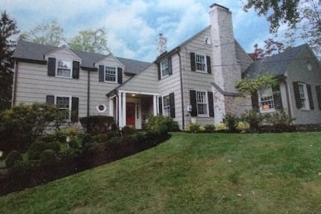 Short Hills home 2.5 miles to Baltusrol Golf Club - Millburn